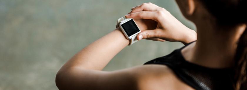 ce-alegi-o-bratara-fitness-sau-un-smartwatch