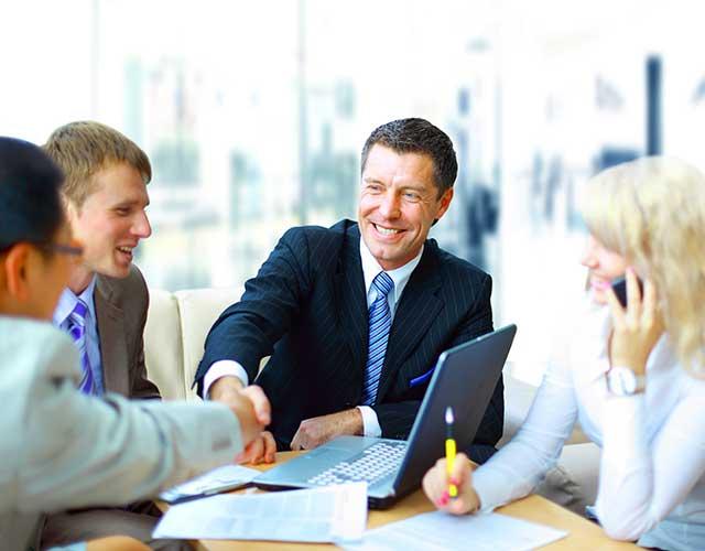 Parteneriate cu lideri tehnologici